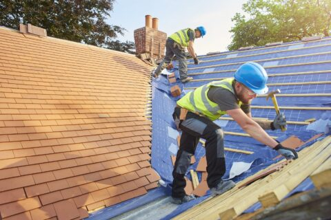 <b>Roofers</b> in Brackenhall